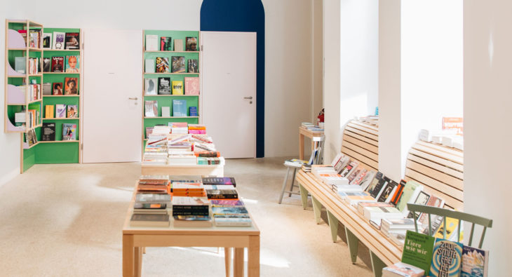 Innenausbau Buchladen Tischlerei holzart Berlin Pankow